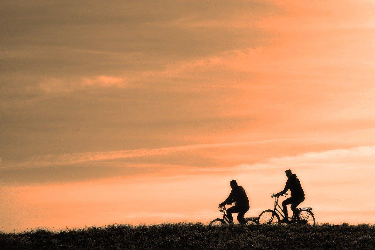 Penser à faire du vélo pour travailler votre endurance physique.